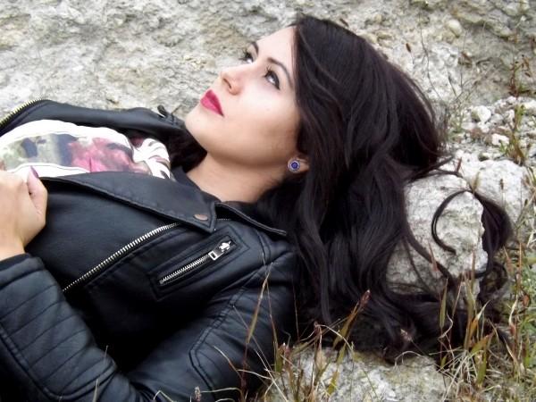 girl-portrait-black-hair-beauty-seduction-skin-4 (1)