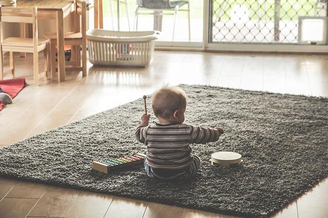 お父さんと遊んでほしい赤ちゃん