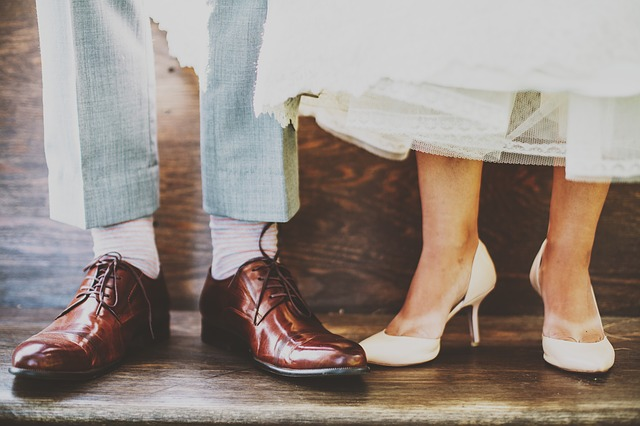 男性とデートする女性