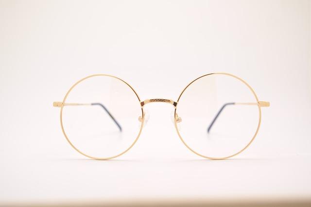 glasses-415256_640 (1)