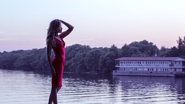 girl-in-red-dress-1388569_640