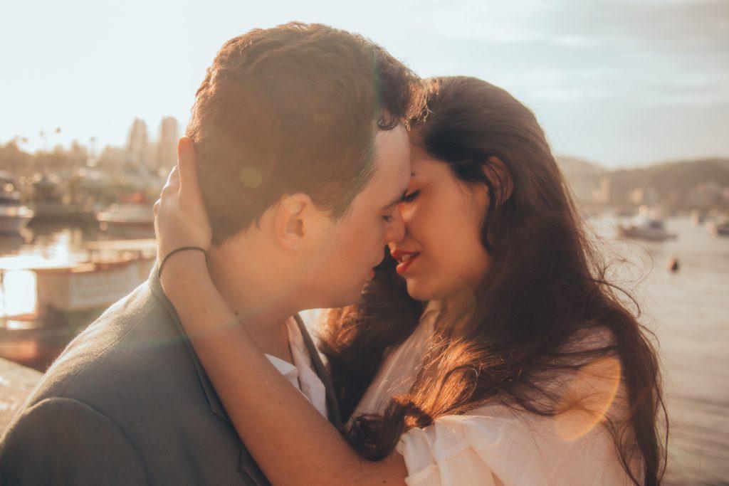 couple-kissing-romance-man-woman-love-young (1)