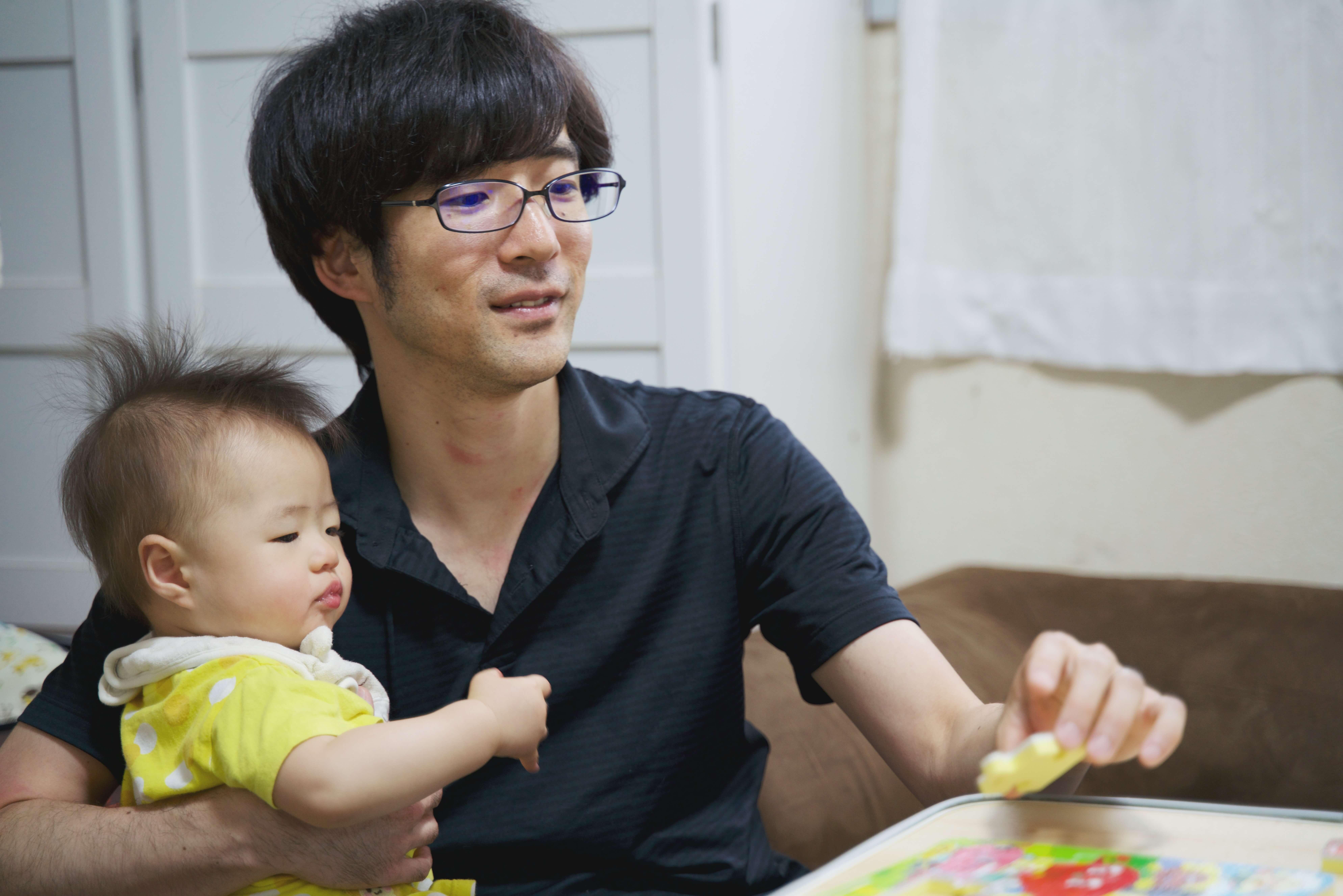 息子と一緒に遊ぶYusukeさん
