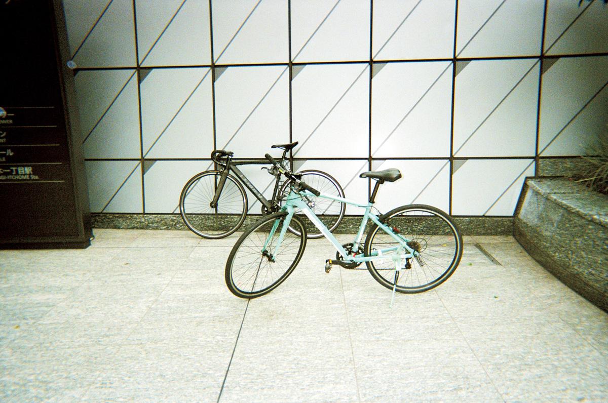 2人の愛車は本格派のロードバイク